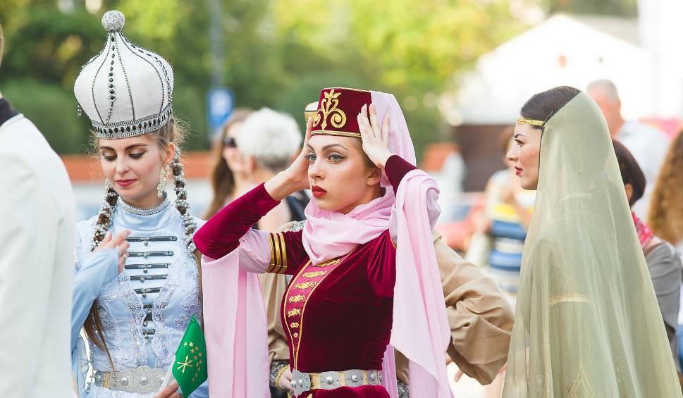 Film do artykułu: Podlaska Oktawa Kultur rozpoczęta. Urzekający folklor na paradzie (zdjęcia, wideo)
