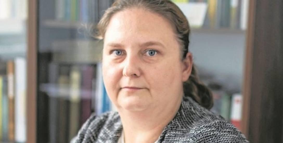 Dr Monika Opioła-Cegiełka