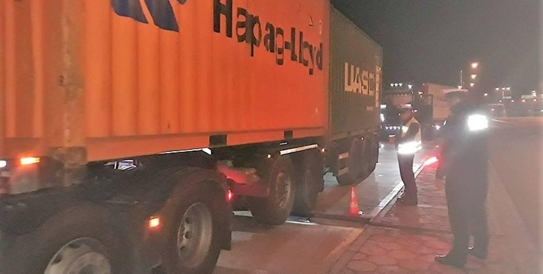 Wielkie ciężarówki schowały się na autostradowych MOP-ach