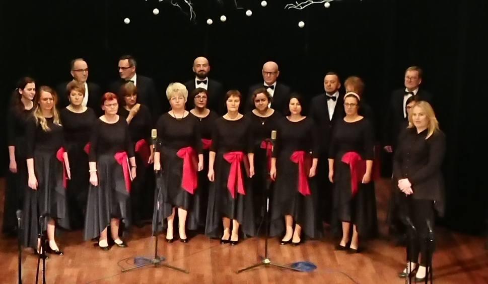 Film do artykułu: Świętokrzyski koncert kolęd i pastorałek w Jędrzejowie. W finale zaśpiewa czterech wykonawców z naszego powiatu (ZDJĘCIA, WIDEO)