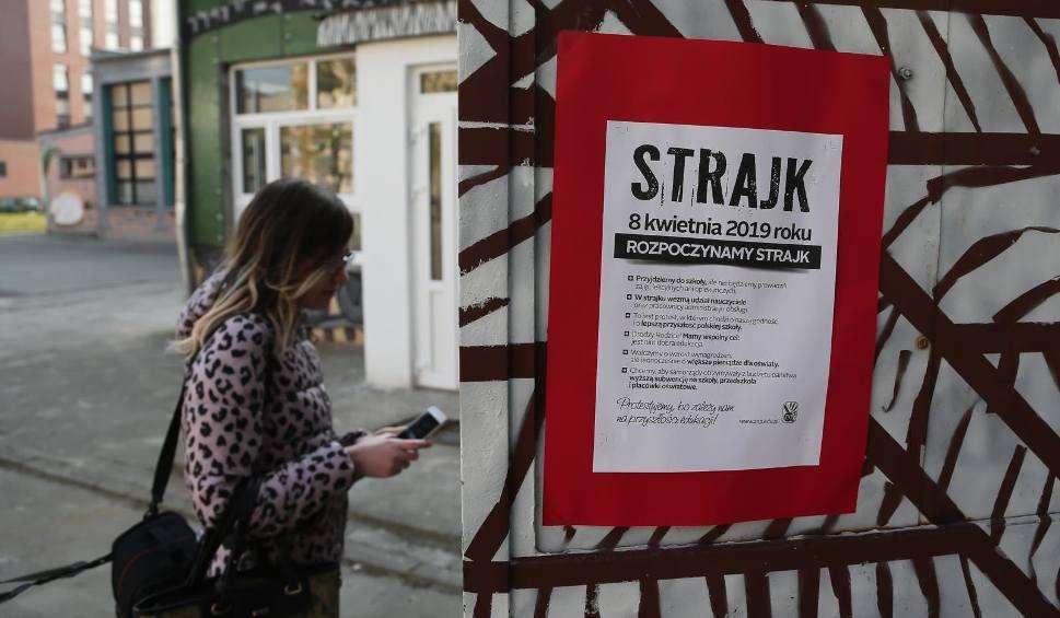 Film do artykułu: Strajk nauczycieli 2019. Czy rok szkolny może zostać przedłużony? Ministerstwo Edukacji odpowiada [22 kwietnia 2019]