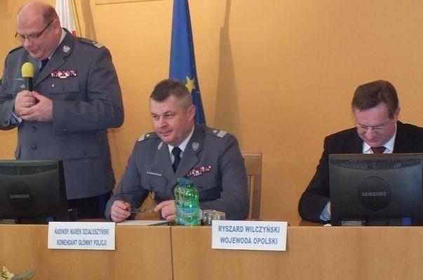 Od lewej: Leszek Marzec, komendant wojewódzki policji w Opolu, Marek Działoszyński, komendant główny policji i wojewoda Ryszard Wilczyński.