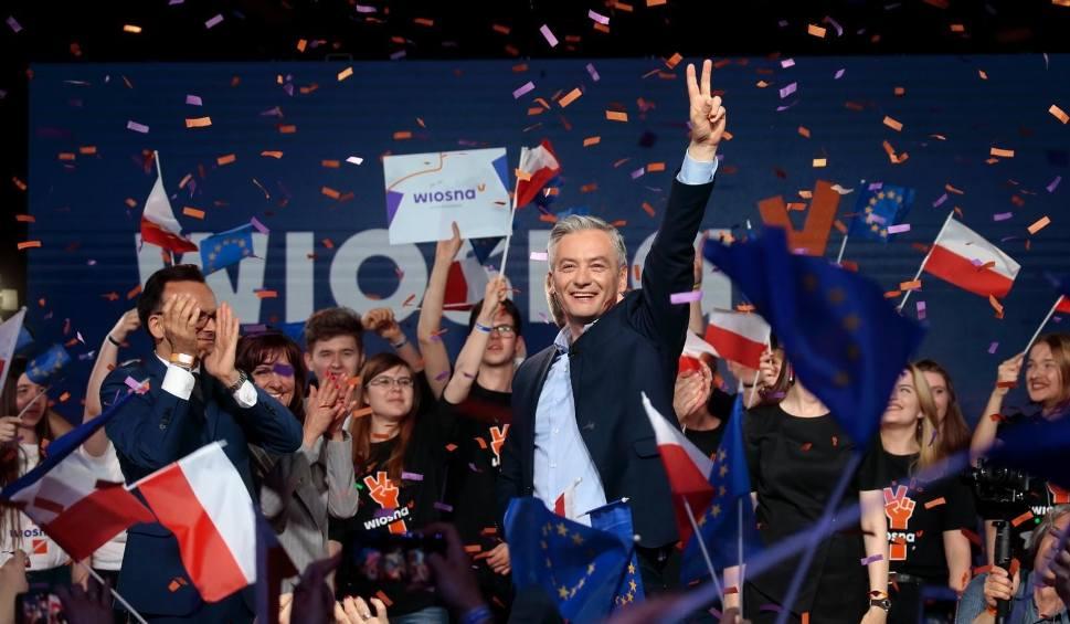 Film do artykułu: Wybory do europarlamentu 2019: Wieczór wyborczy partii Wiosna [ZDJĘCIA] [WIDEO] Robert Biedroń zwrócił się do swojej matki