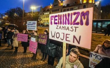 Mija 100 lat odkąd kobiety mają w Polsce prawa wyborcze. Wciąż wychodzą na ulice, aby mówić o tym, czego chcą