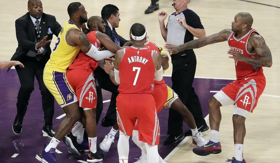 Film do artykułu: NBA. Bójka podczas meczu Los Angeles Lakers - Houston Rockets. Były pięści, będą kary