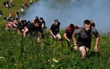Ekstremalny bieg z przeszkodami w Szelmencie to impreza dla prawdziwych twardzieli. Nie dość, że trasa wiodła pod górę to jeszcze była naszpikowana przeróżnymi