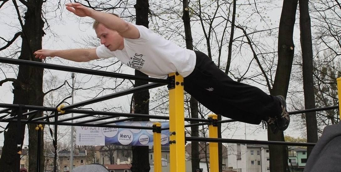 Street workout to niezwykle widowiskowa dyscyplina