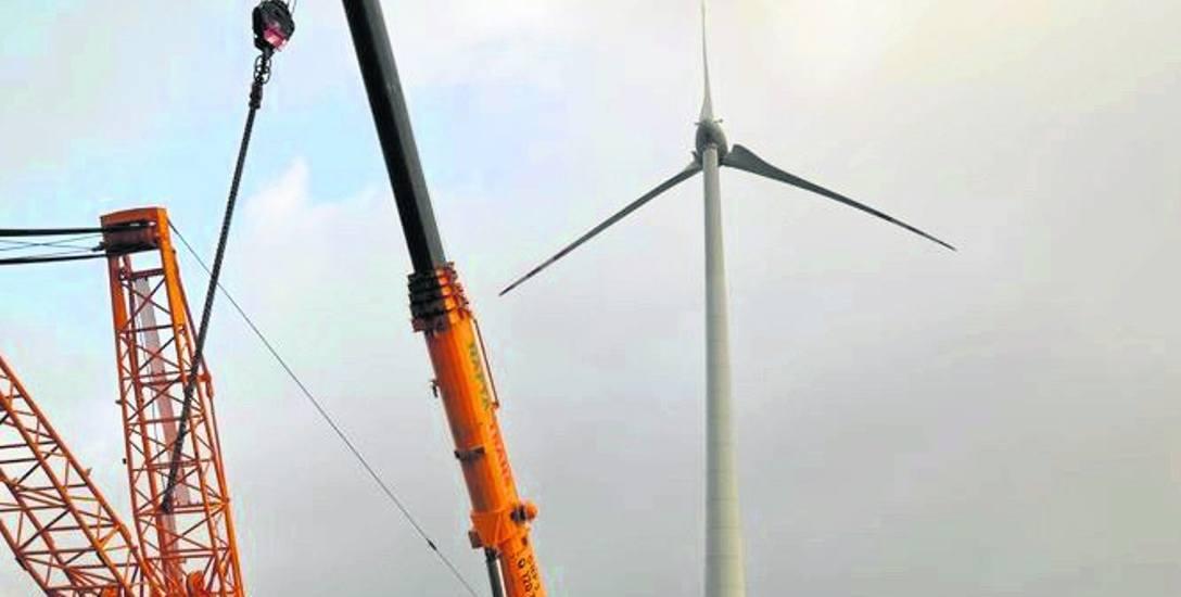 Od pięciu lat w okolicach wsi Stary Chwalim koło Bariwc pracują już dwie pierwsze w powiecie siłownie wiatrowe