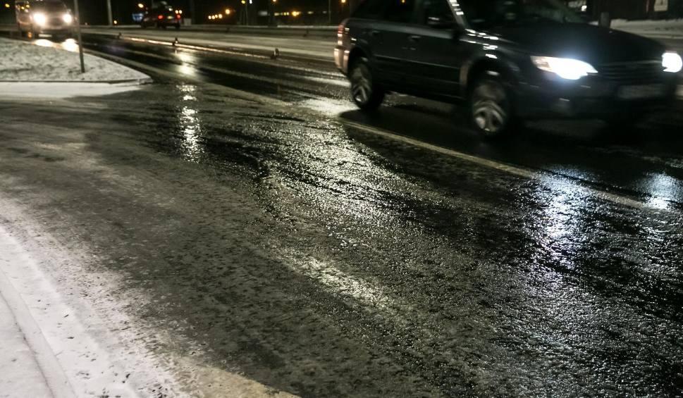Film do artykułu: Marznące opady deszczu powodujące gołoledź w województwie opolskim. Ostrzeżenie IMGW [19.01.2021]