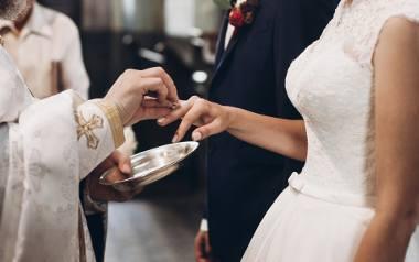 Nie chcemy ślubu w maseczce! Narzeczeni przenoszą uroczystości na przyszły rok