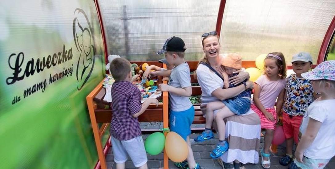 W maju ławki do karmienia naturalnego pojawiły się też w Bydgoszczy. Pierwsza stanęła na Wyspie Młyńskiej w pobliżu istniejącego placu zabaw, druga powstała