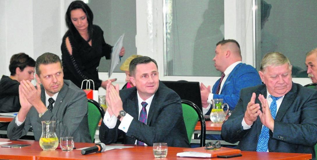Głosami prezydenckiej większości Krzysztof Jażdżyk zachował dotychczasowe wynagrodzenie