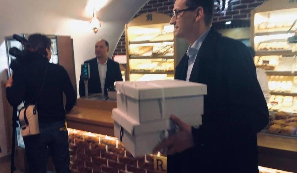 Film do artykułu: Premier Morawiecki w Chęcinach. Wyjątkowe kulisy wizyty (WIDEO, ZDJĘCIA)