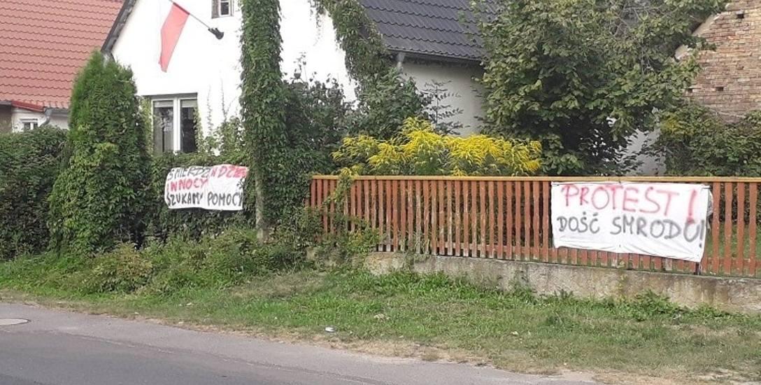 Mieszkańcy Myszęcina protestują: dajcie nam oddychać! Mamy dość smrodu we wsi