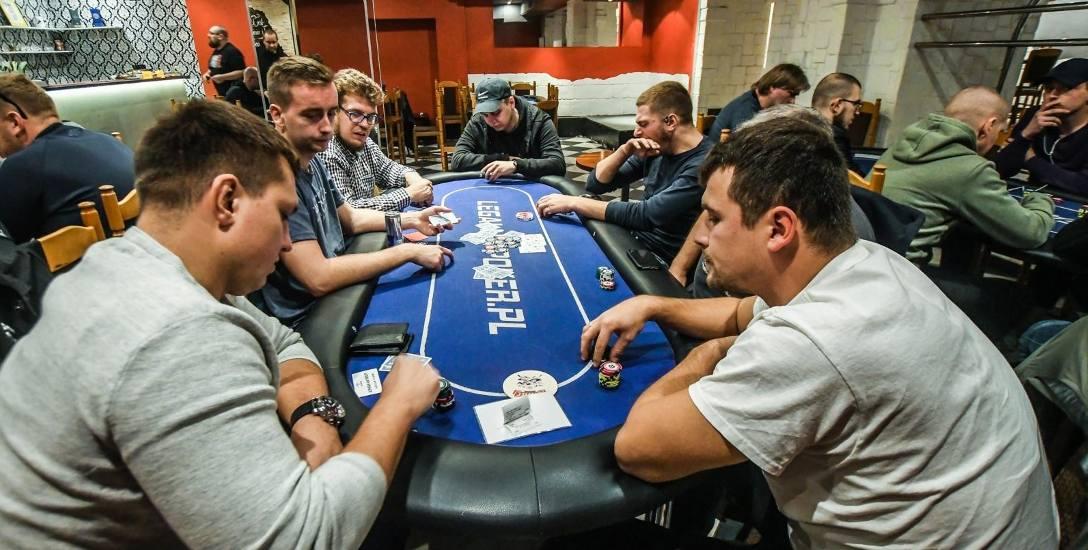 Pokerzyści chcieliby grać na wyższe stawki i płacić za grę rozsądne podatki. Teraz w kasynach podatek wynosi 25 procent - dlatego w pokera się tam nie