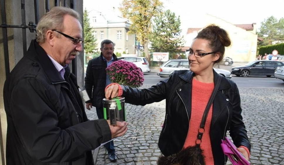 Film do artykułu: Tarnów. Rekordowa kwesta na Starym Cmentarzu. Odnowione zostaną kolejne nagrobki