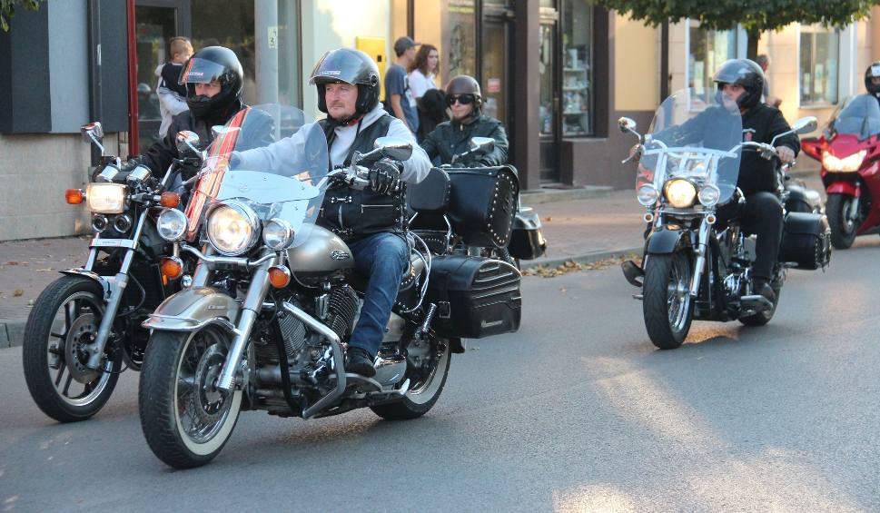 Film do artykułu: Rudnik nad Sanem. Sezon motocyklowy dobiegł już do końca w imponującym stylu! [ZDJĘCIA]