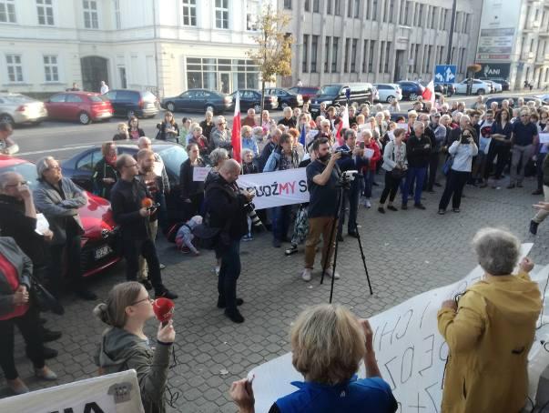 Lubelski KOD żąda dymisji ministra Zbigniewa Ziobry po aferze z Łukaszem Piebiakiem. Pikietowali przed Sądem Okręgowym w Lublinie.