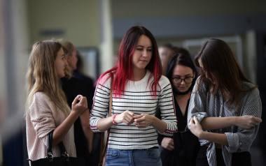Studenci mogą ubiegać się m.in. o stypendia socjalne. Aby otrzymać pomoc, trzeba spełnić kryteria dochodowe. Górny próg ustala ministerstwo, a widełki