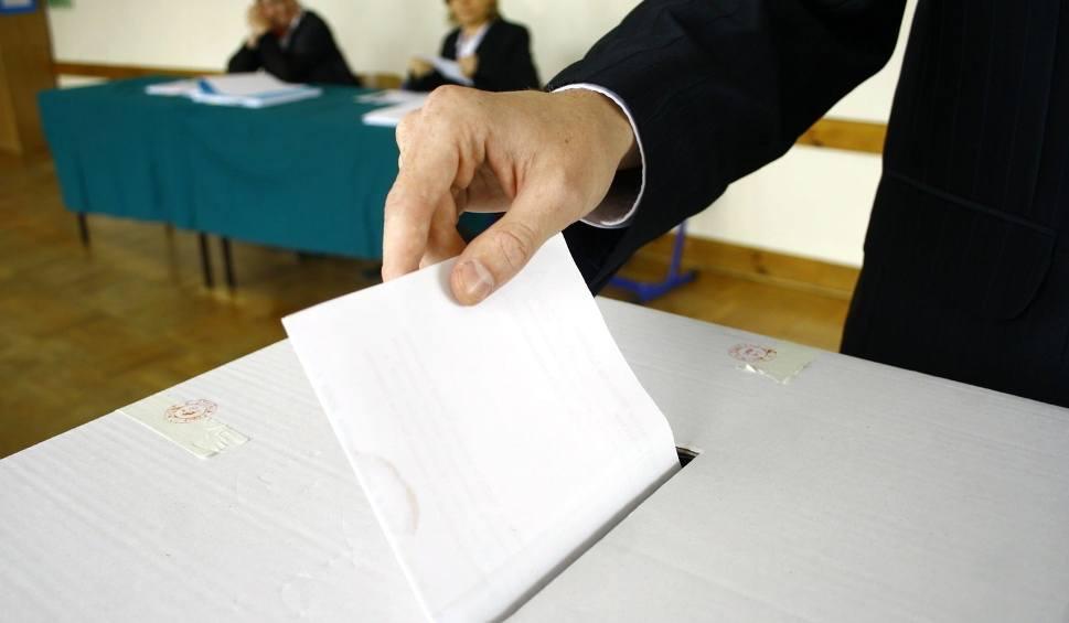 Film do artykułu: Wybory samorządowe 2018. Czy można głosować poza miejscem zamieszkania i za granicą? [18.10.2018]