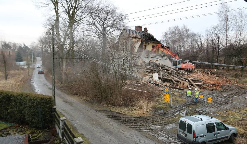 Film do artykułu: Rybnik: Dworek Florianshof zburzony! Skandal! Była policja, ale buldożer zrównał go z ziemią ZDJĘCIA
