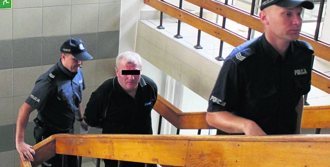 Oskarżony Stanisław K. za pobicie pokrzywdzonego został skazany przez krakowski sąd na cztery i pół roku więzienia