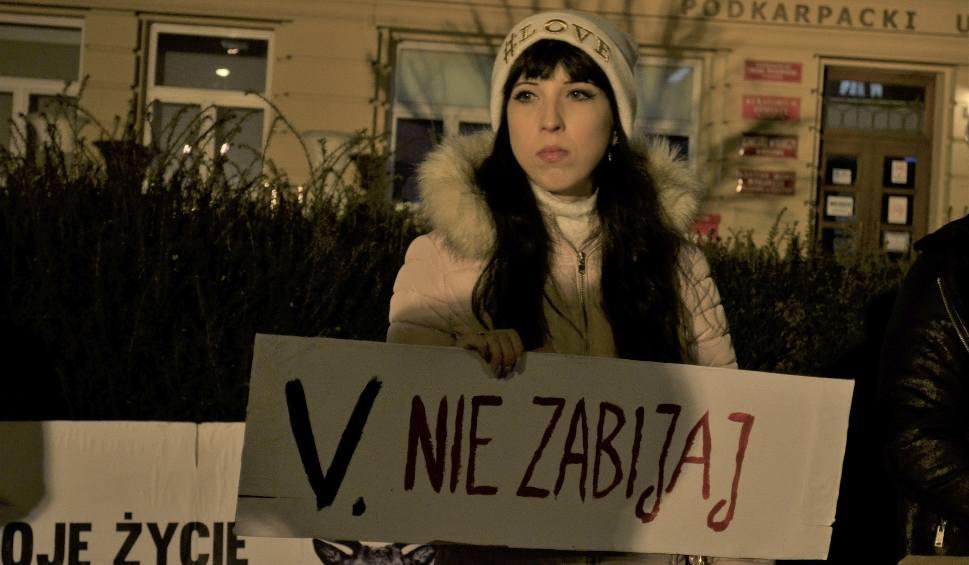 Film do artykułu: Nie dla lex Ardanowski! - protest rzeszowskiej grupy Viva pod budynkiem Urzędu Wojewódzkiego [ZDJĘCIA, WIDEO]