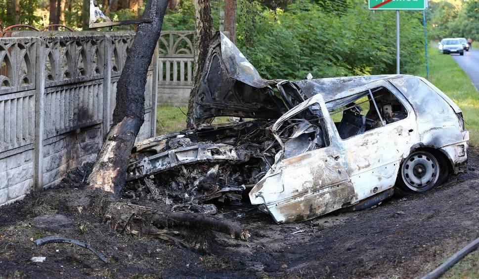 Film do artykułu: Wypadek w Pysznicy. Samochód stanął w ogniu