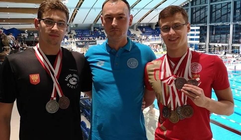 Film do artykułu: Świetny start Dominika Bujaka na mistrzostwach Polski w pływaniu. Jego brat Piotr też stanął na podium