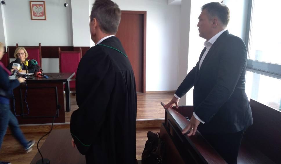 Film do artykułu: Zapadł wyrok ws. Dariusza Michalczewskiego. Został skazany nieprawomocnym wyrokiem za naruszenie nietykalności cielesnej żony [zdjęcia]