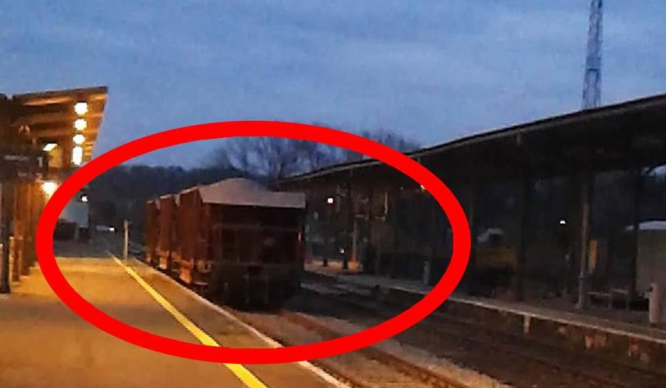 Film do artykułu: Komisja kolejowa zbada incydent z wagonami pędzącymi przez stację w Nysie