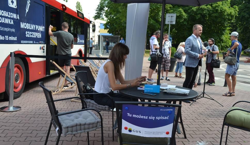 Film do artykułu: SZCZEPanek rusza w trasę po Sosnowcu. Osoby, które się zaszczepią otrzymają zioła. Można się także spisać w Spisie Powszechnym