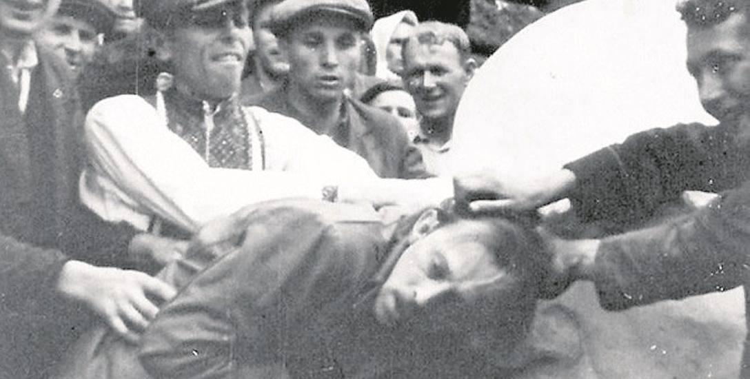 Scena z pogromu we Lwowie