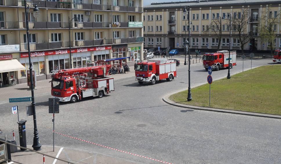 Film do artykułu: Dzień Strażaka 2016 w Białymstoku. Kolumna wozów straży pożarnej przejechała przez miasto (zdjęcia)