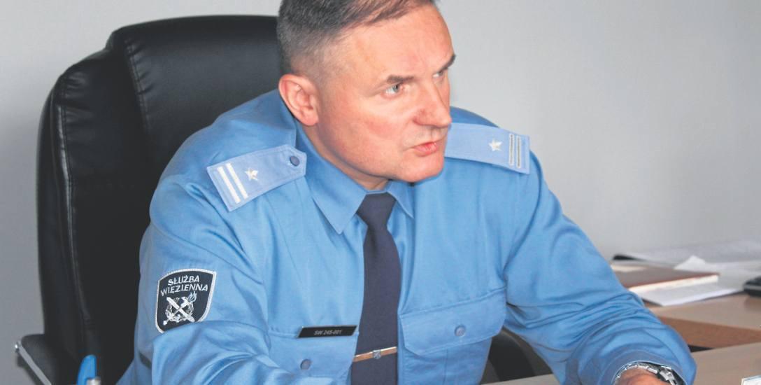 Mjr Radosław Pewniak rozpoczął służbę w 1996 r. od stanowiska wychowawcy. Ostatnio był specjalistą okręgowym ds. ochrony. Od 1 marca 2017 jest dyrektorem