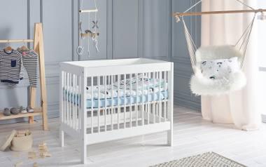 Noworodek spędza w łóżeczku większość dnia. Wybór odpowiedniego materaca dla niego to bardzo ważna kwestia. To on odpowiada za dobry sen i rozwój naszego