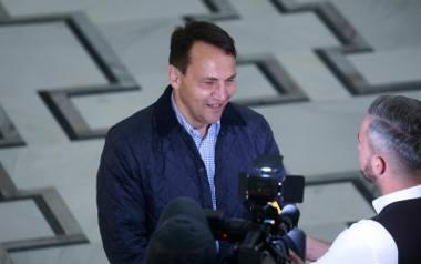"""Radosław Sikorski nie zapłaci abonamentu, bo mu sumienie nie pozwala. Nazywa TVP """"szczujnią"""""""
