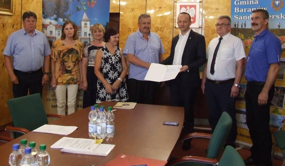 Film do artykułu: Rusza modernizacja hali sportowej i budowa zadaszonej trybuny w Skopaniu
