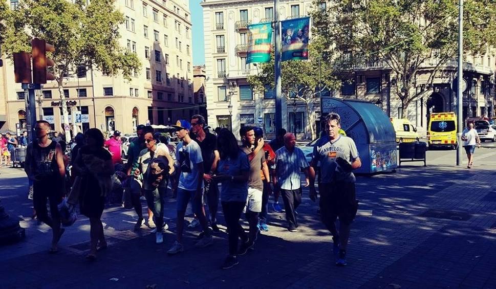 Film do artykułu: Zamach terrorystyczny w Barcelonie. Do ataku przyznało się Państwo Islamskie [ZDJĘCIA, WIDEO]