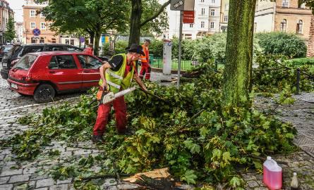 Burze i deszcze w Wielkopolsce. Ulice Poznania zalane. Domy bez prądu