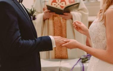 Planujesz ślub kościelny? Sprawdź, co w ceremonii na pewno nie przejdzie! W diecezji płockiej powstał dokument z zakazami, nakazami i wskazówkami dla