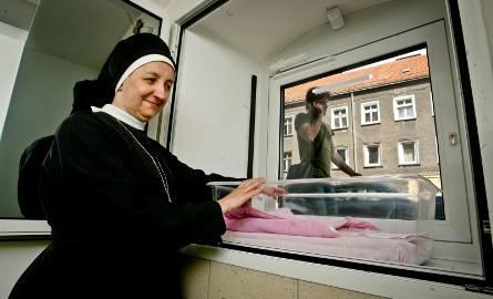Siostry Boromeuszki prowadzą dziś przy Pomorskiej okno życia. Marzy im się, by w budynku powstał też nowoczesny szpital