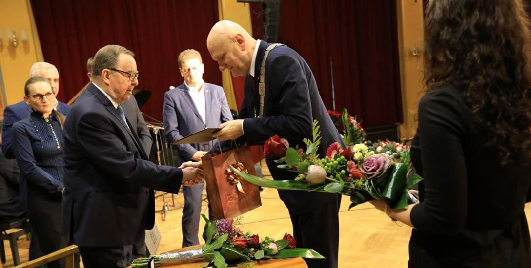 Prof. Stanisław Dembiński odebrał Medal za Zasługi dla Miasta Torunia