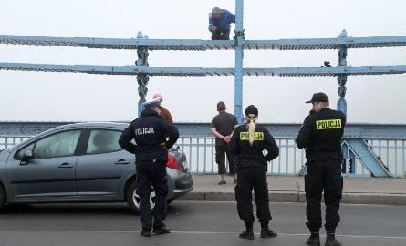 Nie zawsze skaczą od razu. Do takich mają szanse dotrzeć policyjni negocjatorzy.