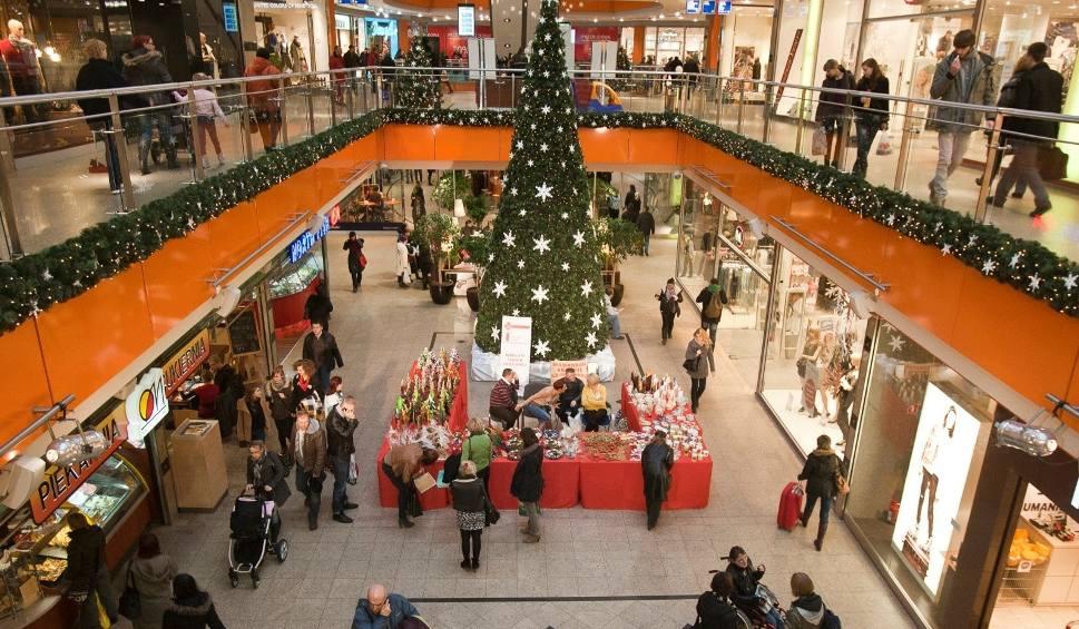 Film do artykułu: Niedziele handlowe w grudniu 2019. Będzie ich więcej przed Świętami Bożego Narodzenia. Sprawdźcie daty niedziel niehandlowych