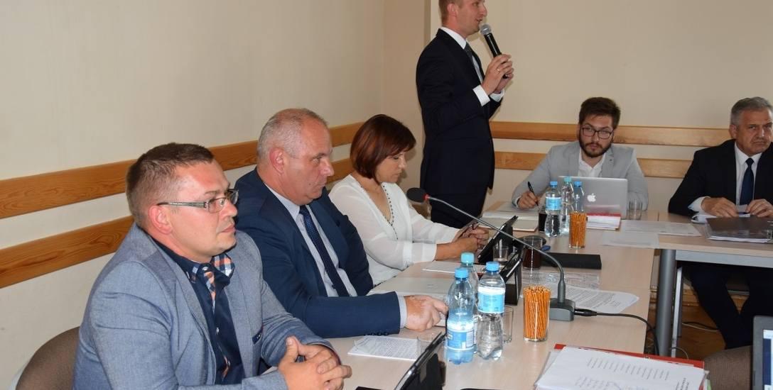 Rada Gminy Sędziejowice odrzuciła projekt mieszkańców, ale ostatecznie przyznała wójtowi podwyżkę