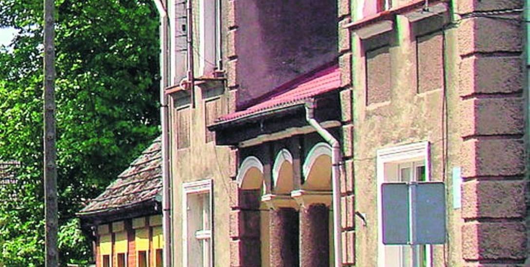 Ulica Wojsk Ochrony Pogranicza to jedna z głównych ulic miejscowości. Tu znajdują się m.in. zabytkowe wille, a także  Młodzieżowy Ośrodek Wychowawcz