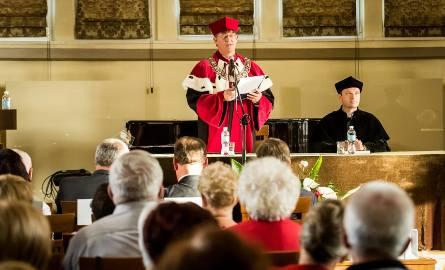 W środę (17 października) 358 słuchaczy Kazimierzowskiego Uniwersytetu Trzeciego Wieku rozpoczęło nowy rok akademicki 2018/2019. Uroczystość odbyła się