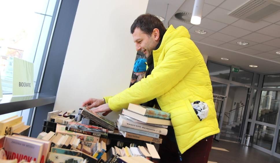 Film do artykułu: Kiermasz taniej książki w Miejskiej Bibliotece Publicznej w Stalowej Woli