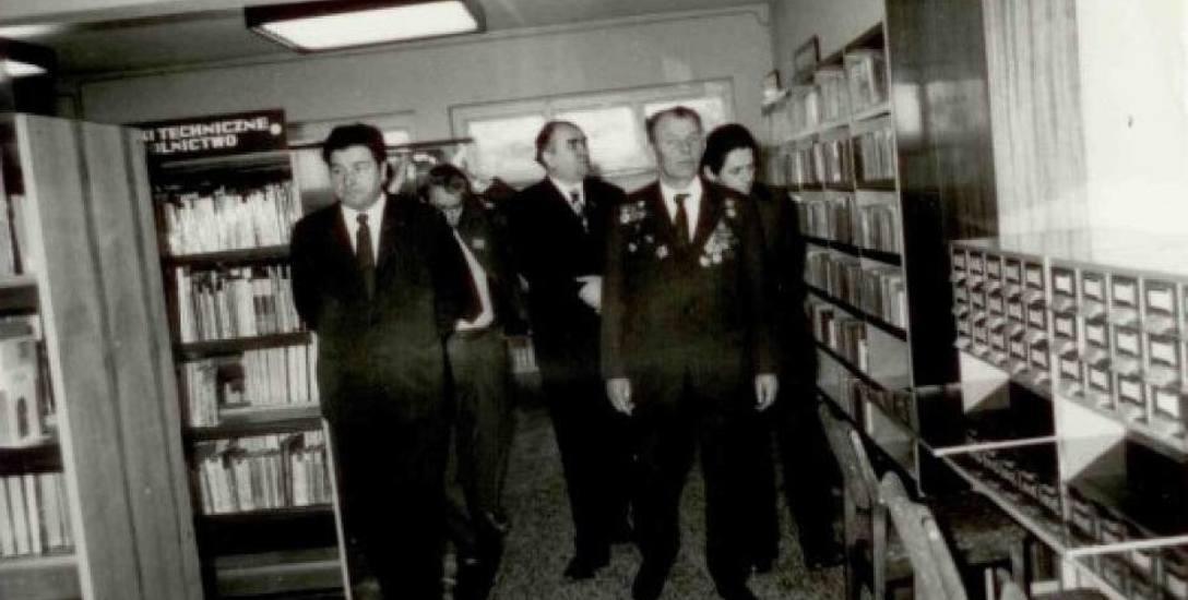 To właśnie mjr Aleksander Sidorowicz Pawłow dokonał otwarcia biblioteki w Krotoszynie w 1975 r. w 30. rocznicę wyzwolenia miasta spod okupacji niemi
